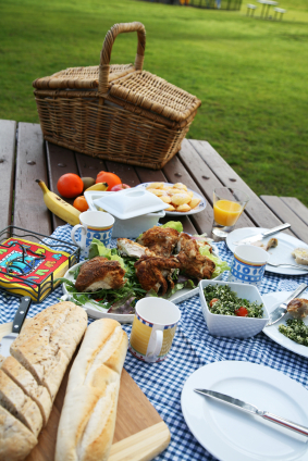 How To Make A Healthy Outdoor Picnic With Kraft Foods ...